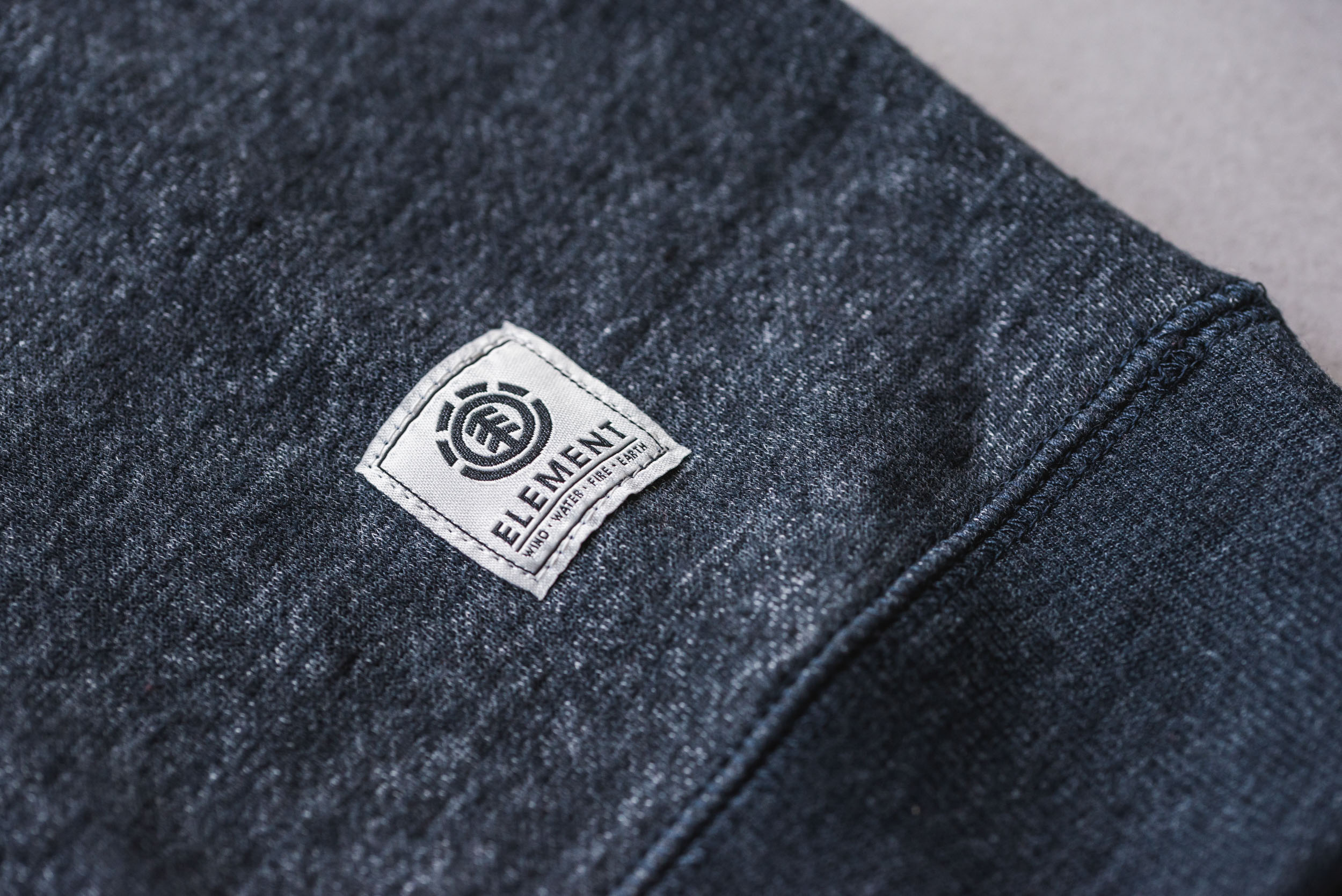 Element Label & Nähte Details